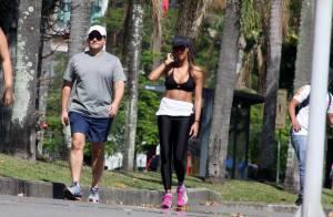 Flávia Sampaio exibe boa forma em caminhada, dois meses após dar à luz Balder