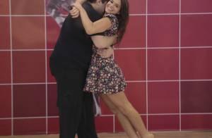 Bruna Marquezine entra no ensaio de Tiago Abravanel e dança com o ator