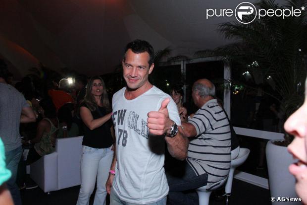 Malvino Salvador chegou acompanhado de amigos ao Rock in Rio nesta sexta-feira e declarou que não está mais namorando a atriz Sophie Charlotte, em 13 de setembro de 2013