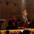 Naldo foi vaiado por atraso durante show em Lambari, Minas Gerais, e lamentou o ocorrido