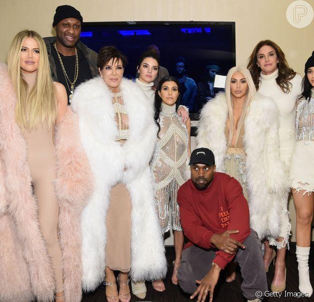 A família Kardashian marcou presença no desfile de Kanye West, marido de Kim Kardashian, que foi a estrela do evento que aconteceu no Madison Square Garden, na quinta-feira, 11 de fevereiro de 2016
