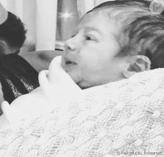Bento, filho de Fernanda Rodrigues, aparece pela 1ª vez em foto: 'Coisa linda'