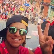 Thammy Miranda, solteiro, posa em bloco de rua em São Paulo: 'Se joga!'