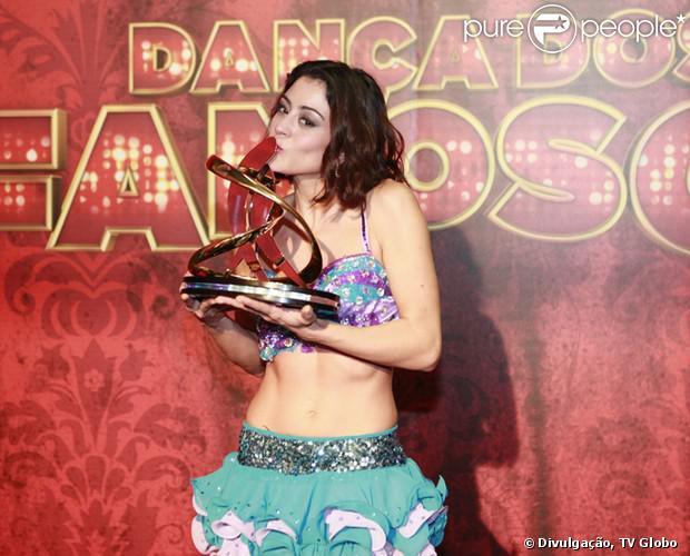 Carol Castro vence a 'Dança dos Famosos' e conquista o troféu do quadro, neste domingo, 15 de setembro de 2013. A atriz conquistou os jurados dançando tango e samba