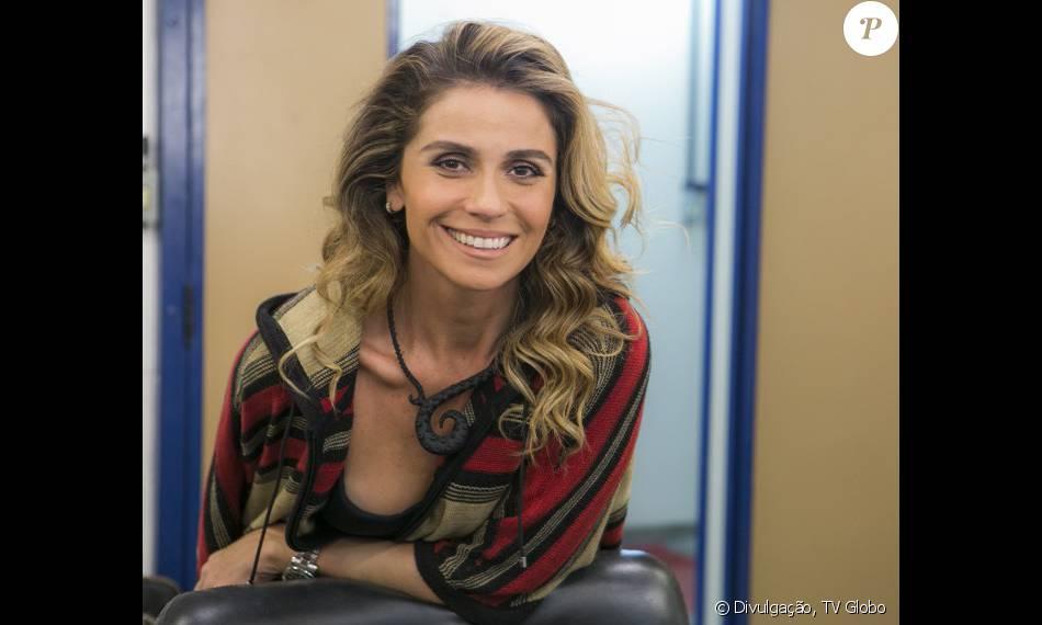 Giovanna Antonelli diz que não manda nudes e brinca: 'Isso é cor de esmalte'