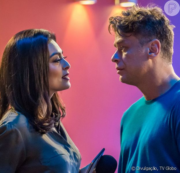 Carolina (Juliana Paes) procura Arthur (Fábio Assunção) e pede que ele esqueça a aposta e dispense Eliza (Marina Ruy Barbosa), na novela 'Totalmente Demais', a partir de 17 de fevereiro de 2016