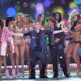 Justin Bieber participou do desfile anual da Victoria's Secret, junto com Rihanna e Bruno Mars, em 7 de novembro de 2012