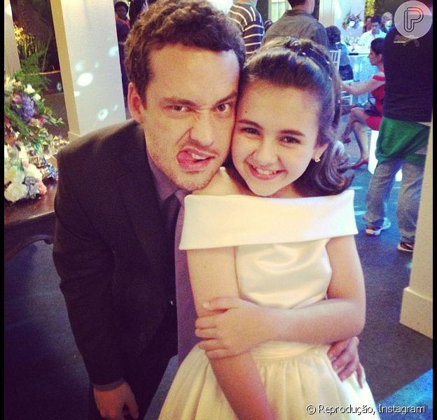Rodrigo Andrade, o Daniel de 'Amor à Vida', brinca com Klara Castanho em 23 de setembro de 2013