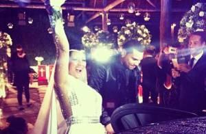 Naldo e Mulher Moranguinho recebem Regina Casé em festa de casamento, no Rio
