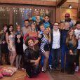 Os participantes da sexta edição do reality show posam para foto no último dia de 'A Fazenda'