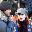 A atriz no set de 'Brilho Eterno de Uma Mente Sem Lembranças', com o ator Jim Carrey: no longa de 2004, ela vive Clementine, que se submete a um tratamento experimental para tirar Joel (Jim Carrey) da memória
