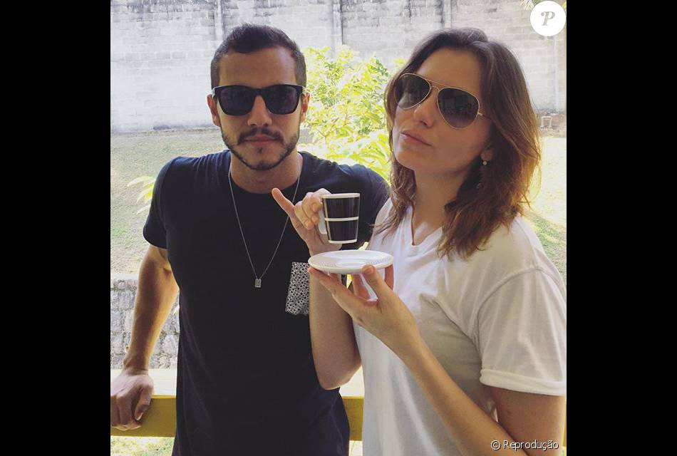 O ex-BBB Matheus encontrou Monica Iozzi no Projac nesta terça-feira, dia 05 de abril de 2016. O engenheiro comentou que não podia mais pedir a atriz em casamento