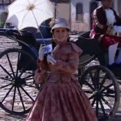 Ana Maria Braga reclama do calor ao usar figurino de época na TV: 'Uns 82 graus'