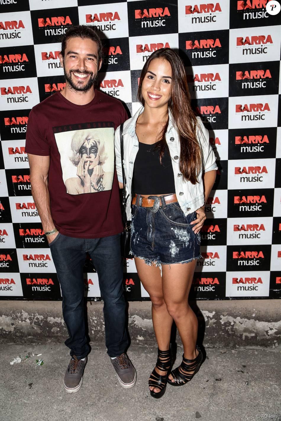 Pérola Faria e Bernardo Velasco vão juntos ao lançamento da turnê de Anitta e assumem o romance: 'Estamos ficando e felizes'