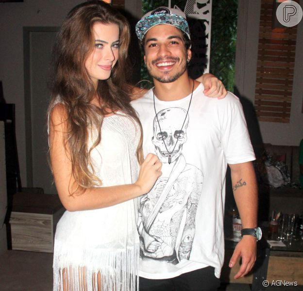Rayanne Morais ficou noiva do namorado, Douglas Sampaio, na noite de sexta-feira, 8 de abril de 2016