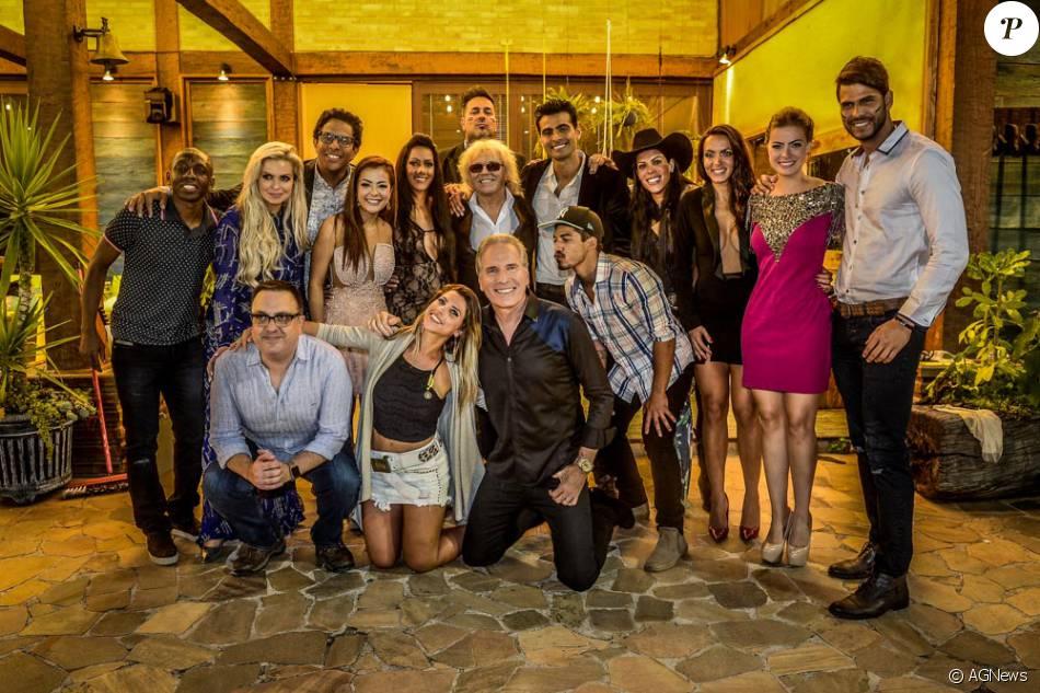 Os participantes da ultima edição do reality show 'A Fazenda' e o apresentador, Roberto Justus. Segundo ele, em 2016 não haverá edição do programa