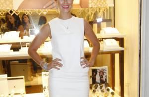 Paolla Oliveira evidencia boa forma em look curtinho e joias de R$ 85 mil.Fotos!