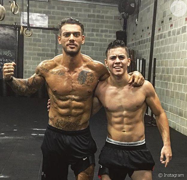 Biel e Lucas Lucco posaram sem camisa nesta sexta-feira, 15 de abril de 2016