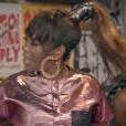 No clipe de '24 Horas por Dia', lançado no final de 2015, Ludmilla surgiu com os cabelos lisos em um rabo de cavalo e ainda apostou em um aplique de franja