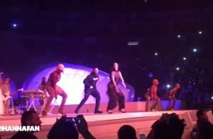Rihanna dança hit 'Work' bem sensual com cantor Drake em show no Canadá. Vídeo!