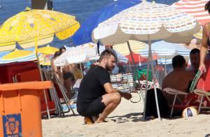 Rodrigo Hilbert mergulha no mar depois de jogar vôlei na praia. Veja fotos!