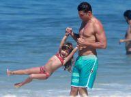 Cauã Reymond se diverte com a filha, Sofia, em dia de praia no Rio. Veja fotos!