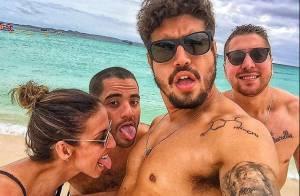 Caio Castro viaja com amigos e se hospeda em casa de R$ 17.650 no Caribe. Fotos!