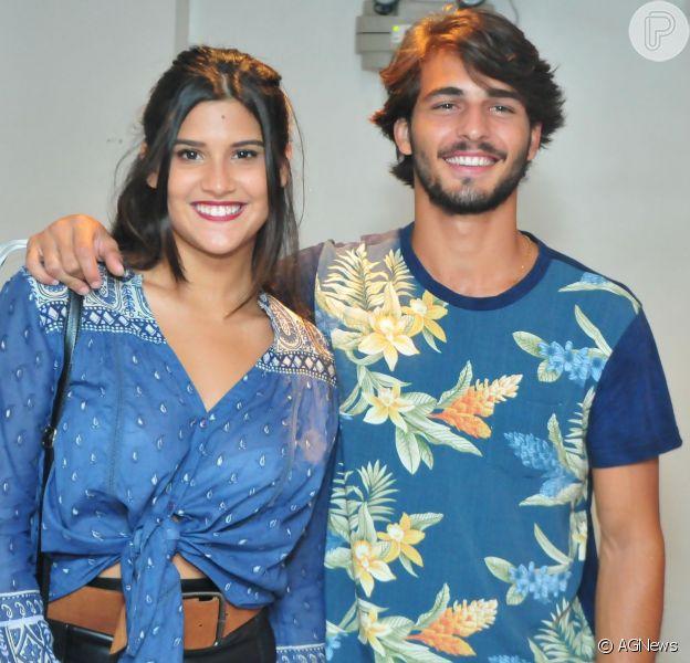 Brenno Leone e Giulia Costa estão namorando. Eles se apaixonaram nos bastidores da novela 'Malhação - Seu Lugar no Mundo'