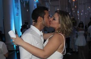 Matheus e Cacau, do 'BBB16', trocam beijos em festa com Adélia e Juliana. Fotos!