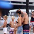 Fernanda Lima e Rodrigo Hilbert voltaram no domingo para a praia do Leblon com as crianças