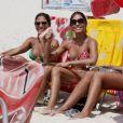 As irmãs Bia e Branca Feres cumprimentam o fotógrafo com alegria