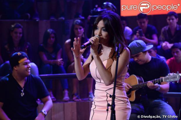 Anitta participa do 'Altas Horas' e conta que só ia à missa para cantar. O programa vai ao ar em 26 de outubro de 2013.