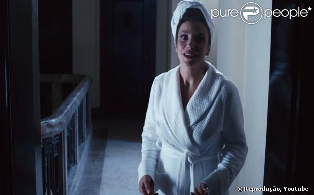 Ivete Sangalo aparece com toalha enrolada na cabeça em 'Crô - O Filme'