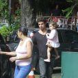 Cauã Reymond, ex-marido de Grazi Massafera, curtiu a tarde desta segunda-feira, 28 de outubro de 2013, na companhia de sua filha, Sofia, de um ano e cinco meses, no shopping no bairro Itanhangá, Zona Oeste do Rio de Janeiro