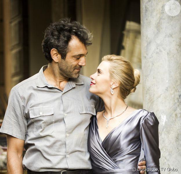 Segundo Duca Rachid, Mundo (Domingos Montagner) descobre que o filho que Iolanda (Carolina Dieckmann) espera é dele e aí, tudo muda, em 'Joia Rara', em novembro de 2013