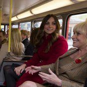 Kate Middleton anda de ônibus com príncipe William no Dia da Lembrança