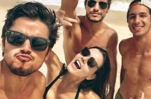 Solteira, Giovanna Lancellotti curte praia com Rodrigo Simas e amigos