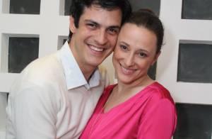 Mateus Solano participa de palestra sobre maldade acompanhado de Paula Braun