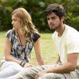 Paulinha (Christiana Ubach) e Marlon (Rodrigo Simas) tentam descobrir algo sobre os cientistas que estão na Comunidade, em 'Além do Horizonte'