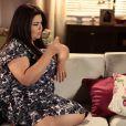 Perséfone (Fabiana Karla) fica sozinha em casa, magoada com Daniel (Rodrigo Andrade), em cena de 'Amor à Vida'