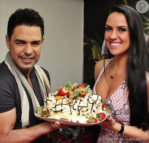 Zezé Di Camargo ganhou uma declaração da namorada, Graciele Lacerda, pelo seu aniversário de 54 anos, completados nesta quarta-feira, 17 de agosto de 2016  Leia mais: http://extra.globo.com/famosos/graciele-lacerda-faz-homenagem-pelo-aniversario-de-zeze-juntos-ha-tanto-tempo-19940474.html#ixzz4HbhjsATk