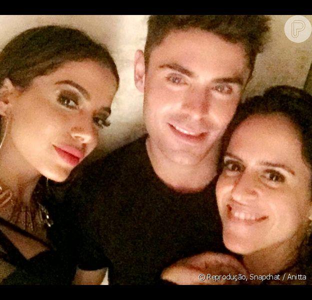 Anitta tietou Zac Efron e dançou com o ator em uma festa no Rio de Janeiro, na madrugada desta quinta-feira, 18 de agosto de 2016