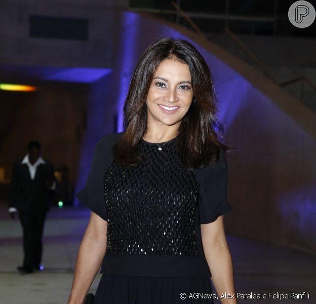Dira Paes em comemoração do prêmio de melhor atriz pelo filme 'À Beira do Caminho'