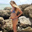 Rafa Brites posou de biquíni e exibiu a barriguinha de grávida nesta sexta-feira, 19 de agosto de 2016
