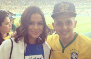 4e2eacf4666 Bruna Marquezine posa com fã no Maracanã em jogo do Brasil nas Olimpíadas