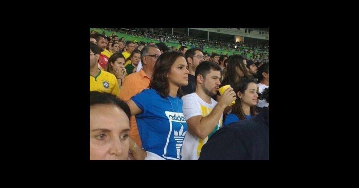 dcd752bd3b8 Bruna Marquezine assistiu ao jogo do Brasil contra a Alemanha na  arquibancada do Maracanã - Purepeople