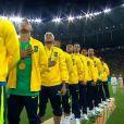 64432166ee7 Neymar sobe arquibancada para abraçar Bruna Marquezine após vitória ...
