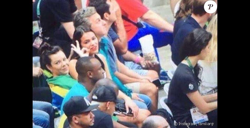 Neymar e Bruna Marquezine não sentaram lado a lado no Maracanãzinho, mas estavam bem próximos
