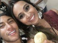 Bruna Marquezine e Neymar vão à festa de Thiaguinho, mas evitam posar juntos