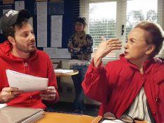 Joana Fomm aparece em bastidor de filme após reclamar da falta de emprego